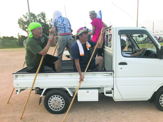 """The jihäri race originated in Nagahama imitating the famous häri boat race. The small truck is put into neutral and a team of men must """"paddle"""" the truck with bamboo sticks to the finish line."""