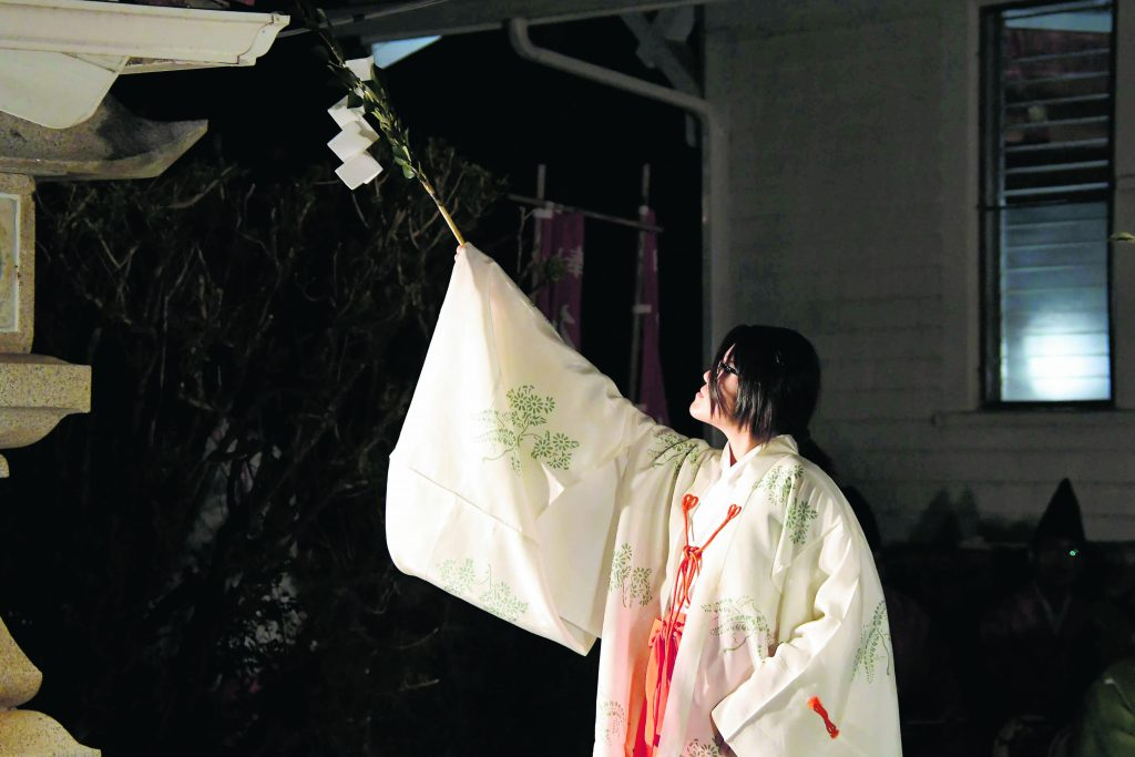 "Dancer Blake Mio Shimabukuro performs ""Banshichichö Etenraku."" According to the concert program, this dance celebrates the four seasons and the blessings that they bring."