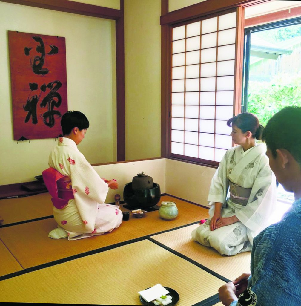 Chadö (the way of tea) is one of several fine and martial arts practiced at Chozenji Temple.