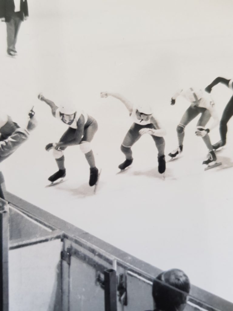 Lining up at the North American Short Track Championships in Marquette, Michigan. Shimabukuro is the skater secound from the left on the starting line. (Photo by Alfredo Garma)