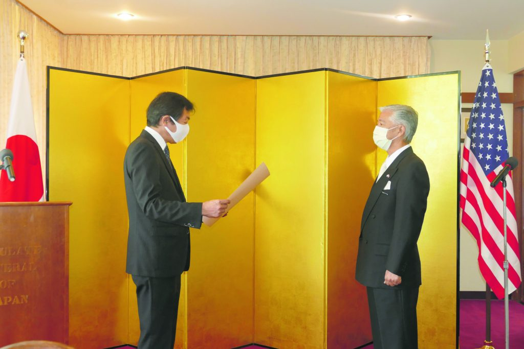 Herald Salutes = Consul General Aoki gives Hasebe The Order of the Rising Sun, Gold Rays with Rosette