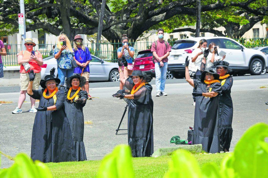 Members of 'Ahahui Ka'ahumanu of Honolulu paid tribute to King Kamehameha I with hula and mele.