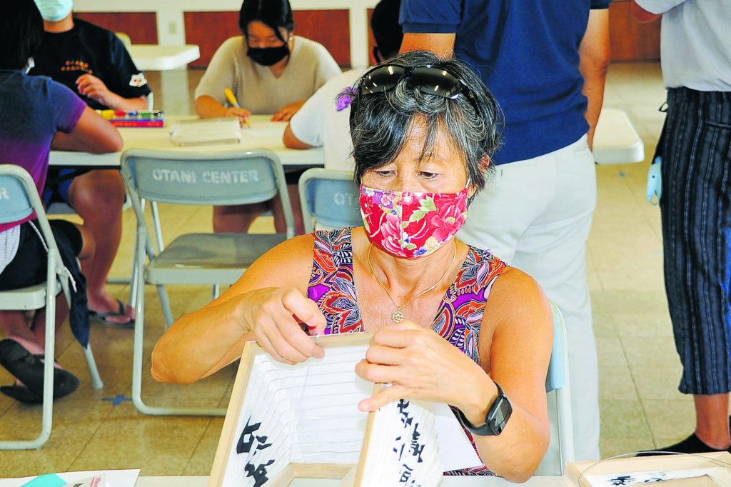 Marian Tsuji volunteered to decorate lanterns for those who ordered them for obon.