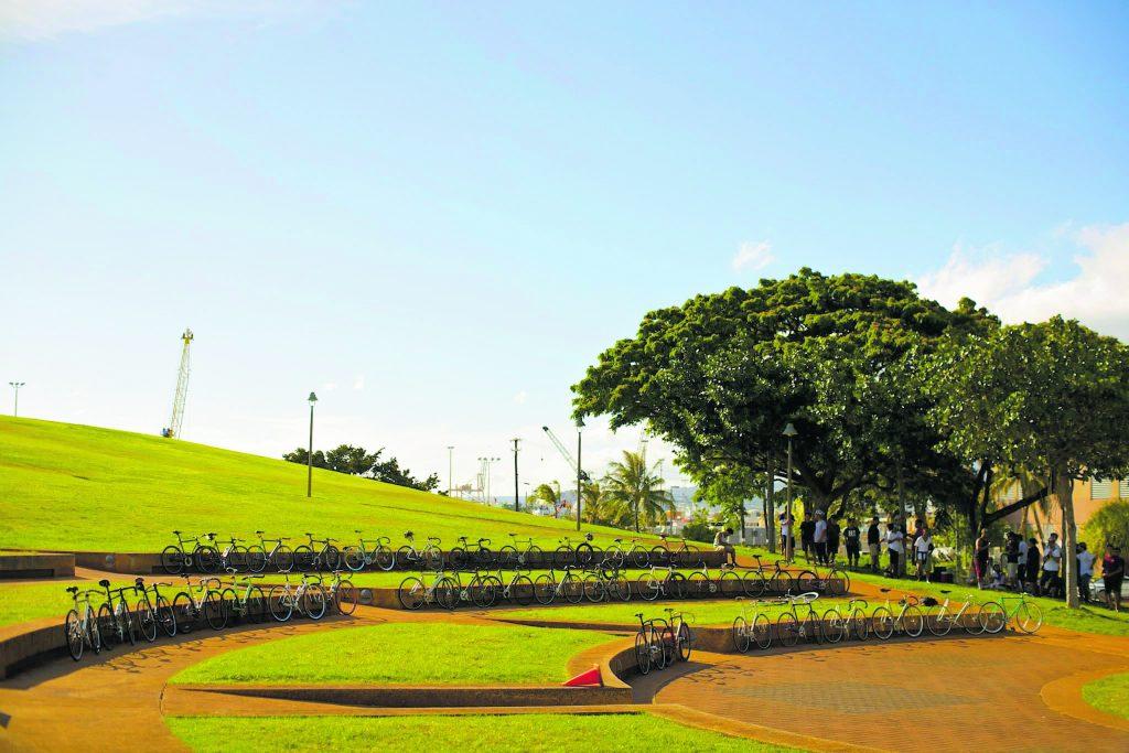 Nihon Jitensha Shinkökai bike enthusiast meet-up at Kaka'ako Waterfront Park. (Photos by John Oliveira)